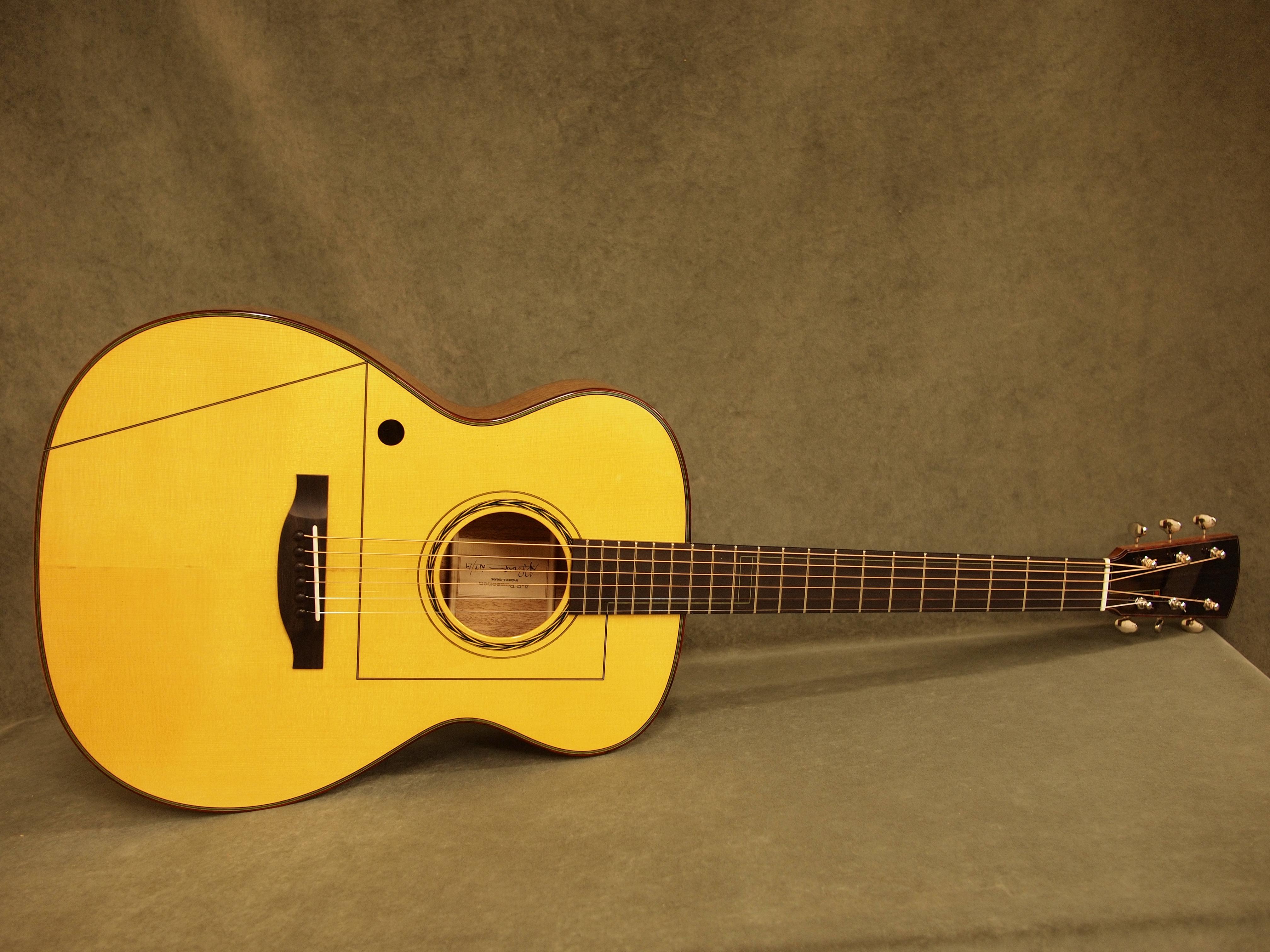 Käsintehty teräskielinen kitara