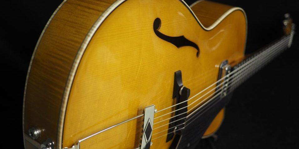 Tervetuloa Jasesoille, AP Paasonen -kitaroiden ja -mandoliinien kotiin.